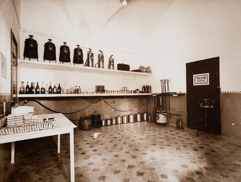 Tarragona. Institut d'Higiene. Material de desinfecció | Vallvé Vilallonga, Hermenegild