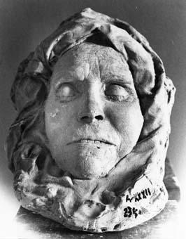 Màscara mortuoria de la mare de Julio Antonio | Aventín Llanas, José María
