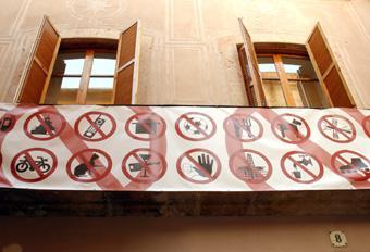 Prohibit prohibir | Cortadellas, Montserrat