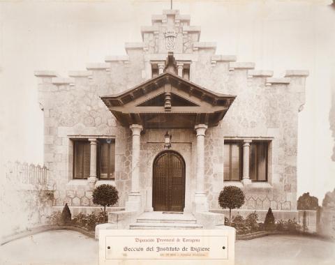 Reus. Façana principal dispensari | Vallvé Vilallonga, Hermenegild