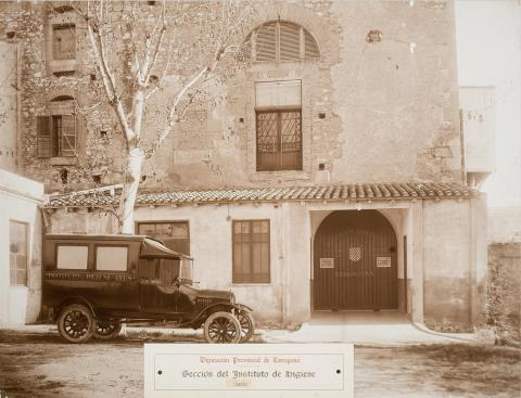 Tarragona. Institut d'Higiene. Pati | Vallvé Vilallonga, Hermenegild