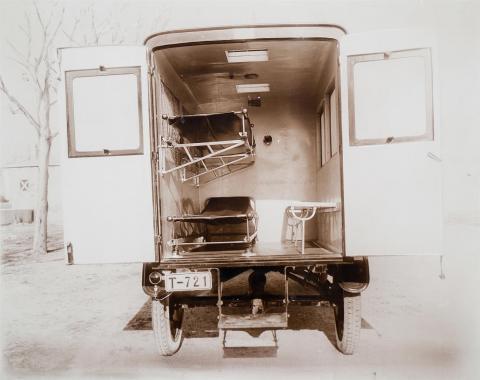Tarragona. Institut d'Higiene. Cotxe d'ambulància | Vallvé Vilallonga, Hermenegild