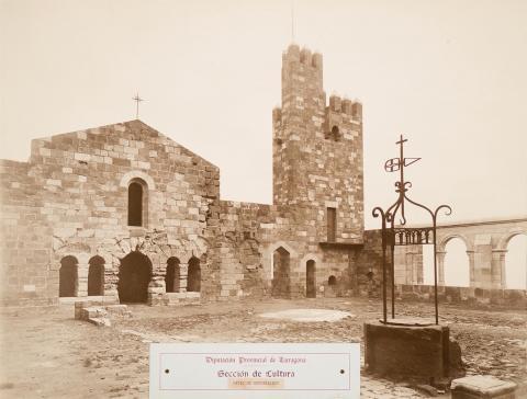 Castell d'Escornalbou. Pati | Vallvé Vilallonga, Hermenegild