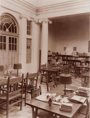 Valls. Biblioteca Pública. Interior | Vallvé Vilallonga, Hermenegild