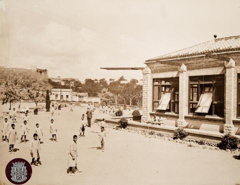 Tarragona. Casa de Beneficència. Pati de les escoles | Vallvé Vilallonga, Hermenegild